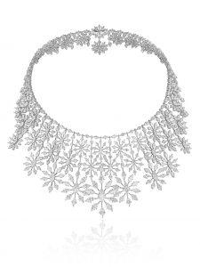 شوبار عقد من مجموعة السجادة الخضراء. Chopard necklace from the Green Carpet collection.