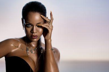 Rihanna wearing the RIHANNA ÔÖÑ CHOPARD Joaillerie collection