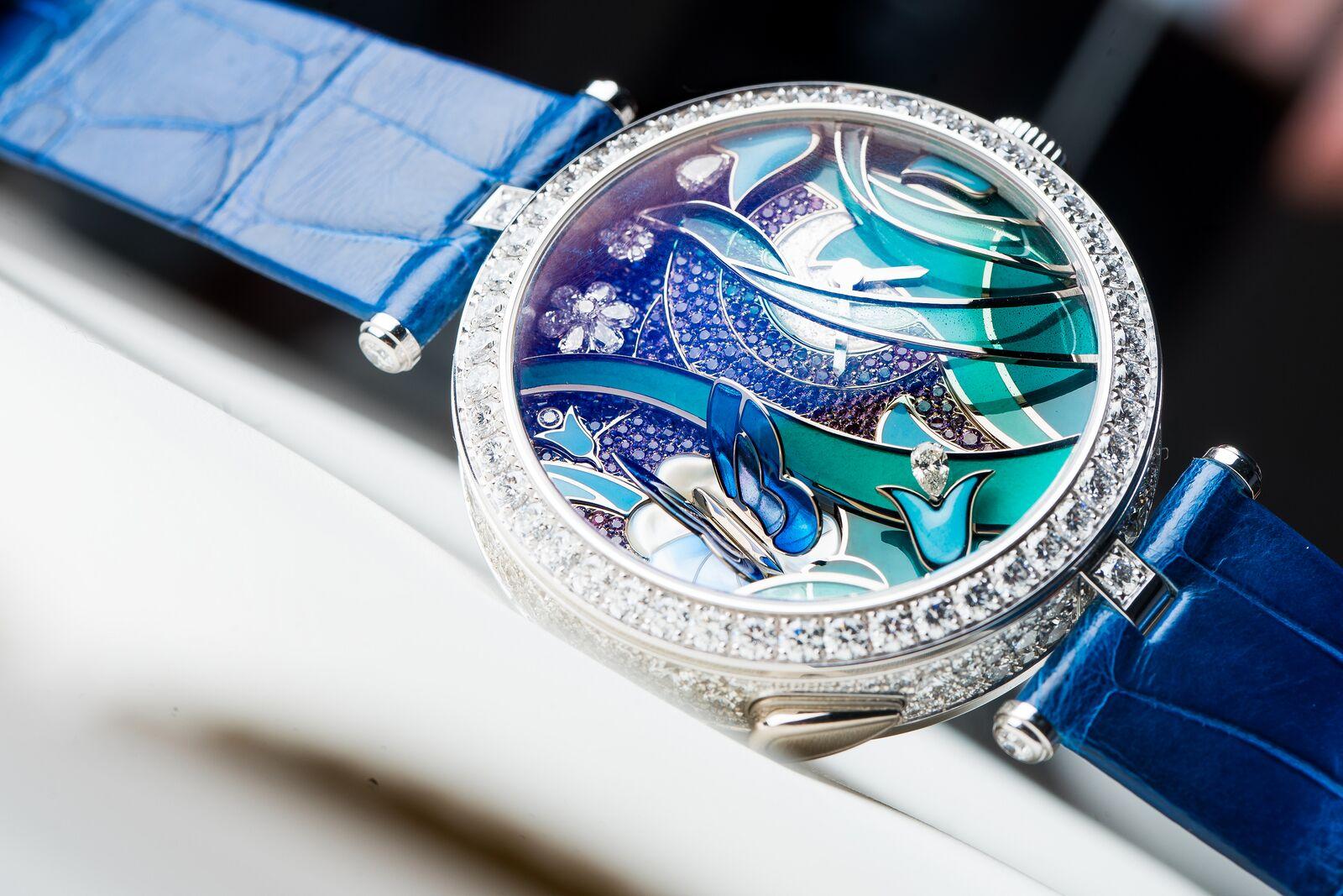 929718dca ساعات بأحزمة جلد التمساح لإطلالة أكثر عصرية - عالم الساعات و المجوهرات