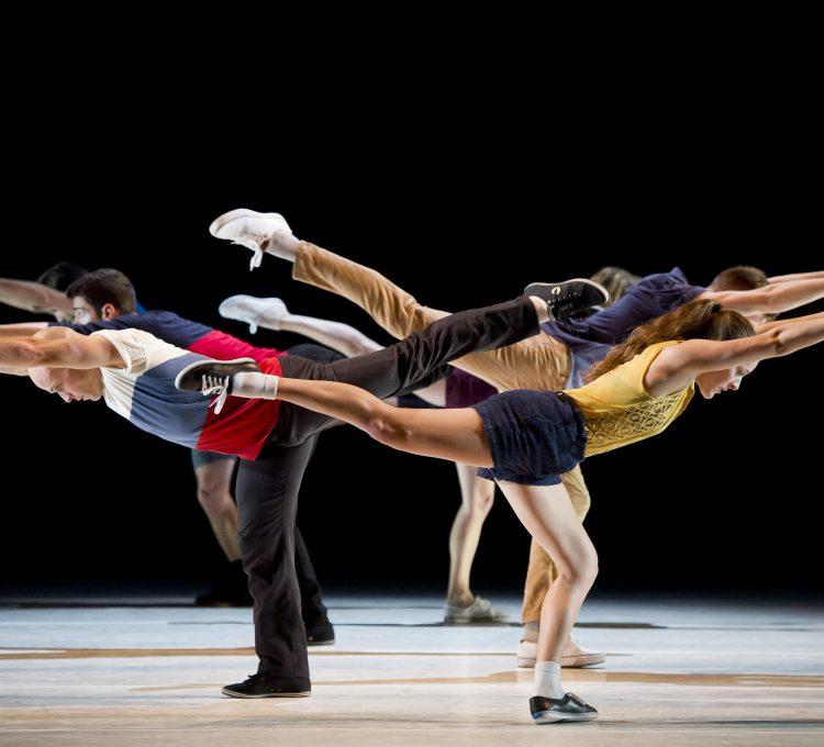 تدريبات العرض الفني الراقص الذي سيعرض في أوبرا دبي خلال شهر سبتمبر الجاري بدعم من Van Cleef & Arpels.